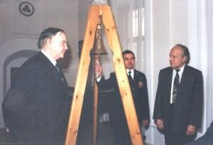 Колол мира в День Земли 1998 год 1
